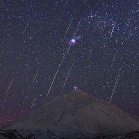 Le Geminidi sul Vulcano Teide (Spagna) - Foto di Juan Carlos Casado