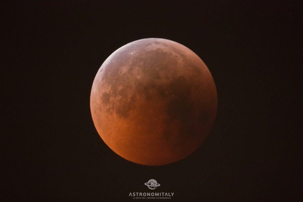 Immagine dell'eclissi di Luna del 27 Luglio 2017