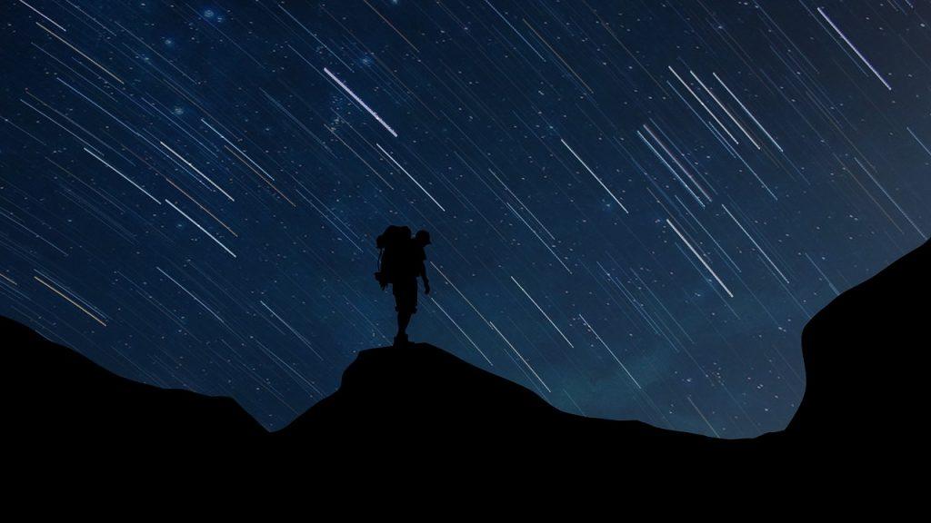 silhouette uomo notte stelle cadenti