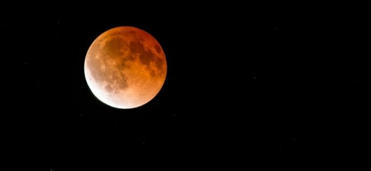 Eclissi lunare: il 4 aprile arriva la Luna Rossa