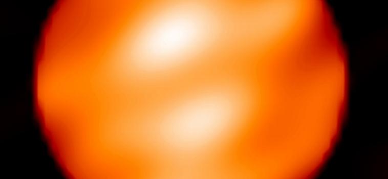 La stella Betelgeuse si sta affievolendo… sta per esplodere?
