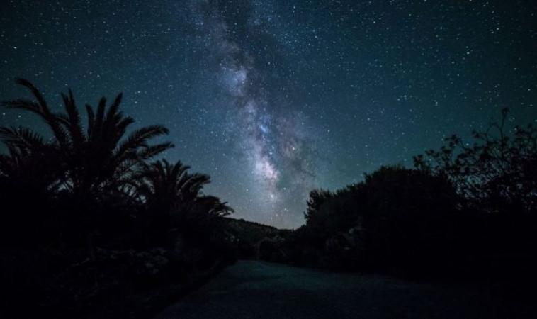Ustica Space Weekend: dal 27 al 30 Luglio Eclissi di Luna e Corsi di Astrofotografia