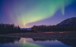 Alla ricerca dell'aurora boreale durante un viaggio in Alaska
